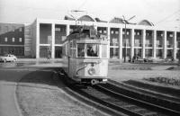 Az egyik ajándékba kapott villamos a Nagyállomás előtt 1961-ben. (kép: fortepan/Nagy Gyula)
